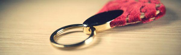 Portachiavi in velluto a goccia rosso e oro.-78